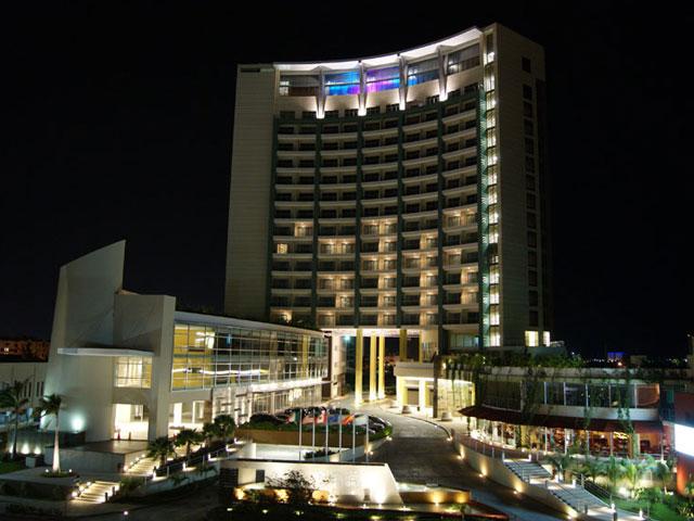 b 2 b malecon hotel cancun night business