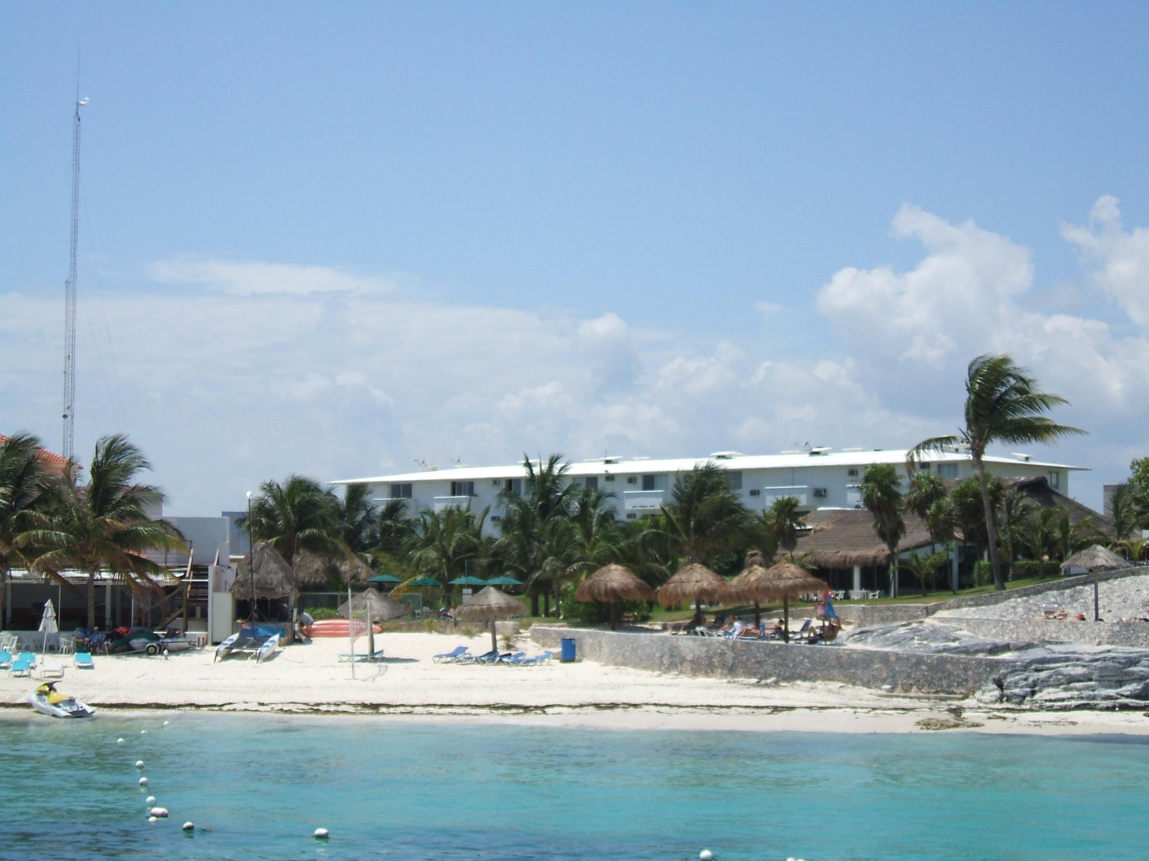 Dos Playas cancun cheap hotel